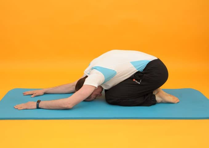 Dehnübungen Rücken - Stellung des Kindes