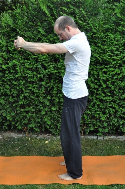 Rückenschmerzen oberer Rücken - Schulterblätter dehnen