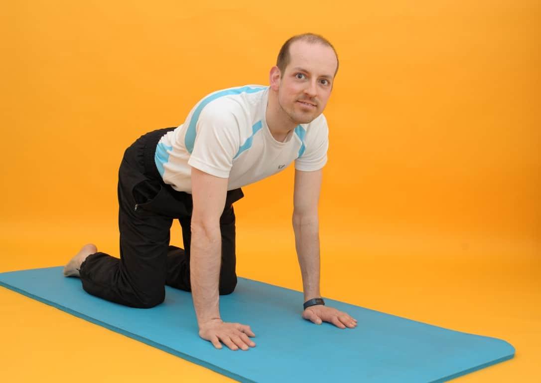 Rückenschmerzen mitte - 4 Übungen, die dir jetzt helfen können