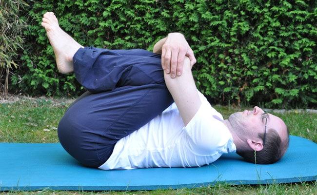 Päckchenhaltung - Rücken dehnen leicht gemacht